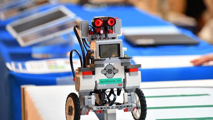 Demo station robot
